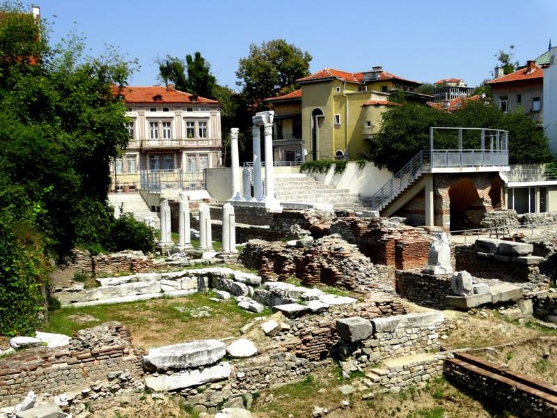 През II в. форумът на Филипопол бил основно реконструиран, в мрамор и в пищния коринтски стил