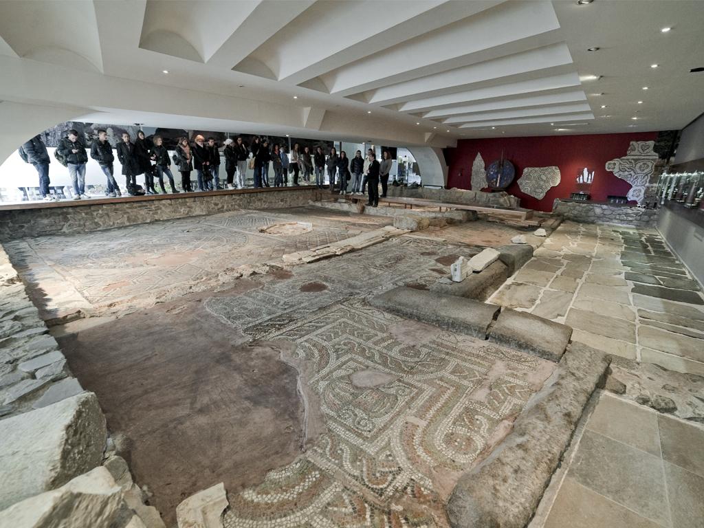 """Мозайките в сграда """"Ейрене"""" бяха реставрирани през 2003-2004 г."""
