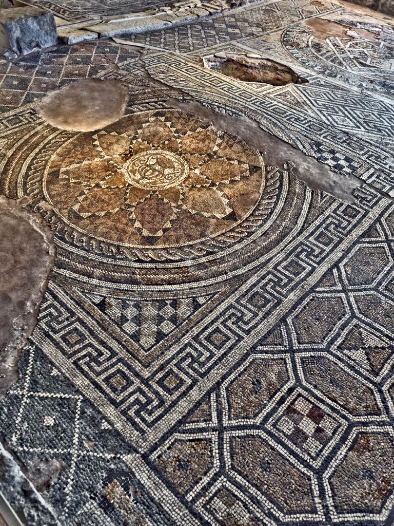 """Мозайките в сграда """"Ейрене"""" са изработени от филипополски майстори"""
