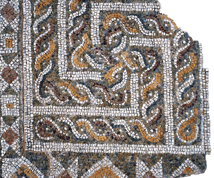 Свастиката е древен космически символ, а меандърът е смятан за опростена форма на лабиринт