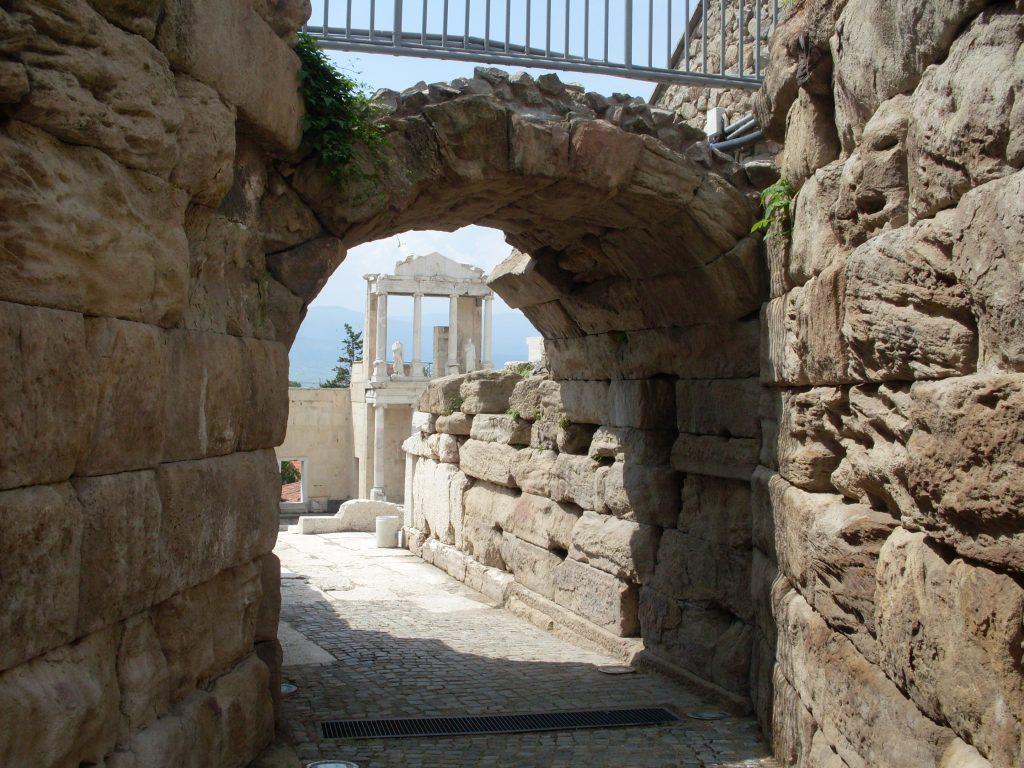 Входът към античния театър в Пловдив