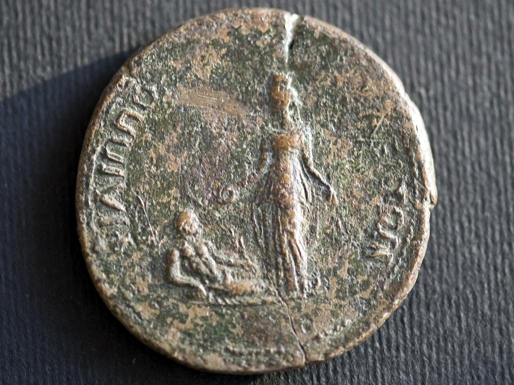 Филипополска монета от края на I в., с богиня, закрилница на града, Пловдивски Археологически музей